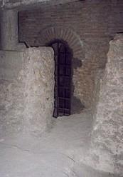Impressionante l'intricato dedalo di cunicoli che si sviluppa sotto la basilica.